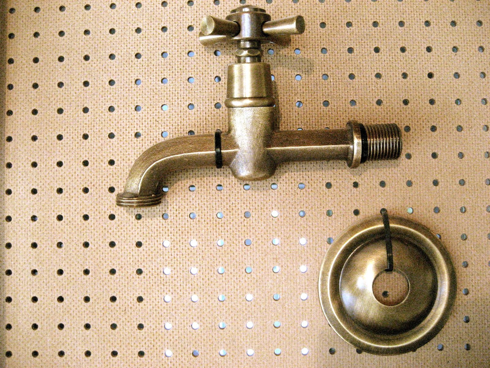 Zubehör: Wasserhahn aus Bronze